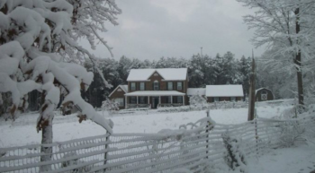 an image of a house in the snow